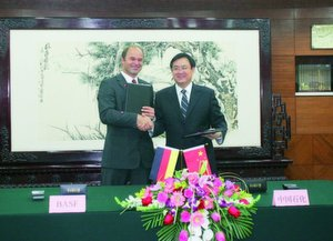 The completion of the study was formalized by Wang Tianpu, President of Sinopec Group and Dr. Martin Brudermüller, member of the Board of Executive Directors of BASF.