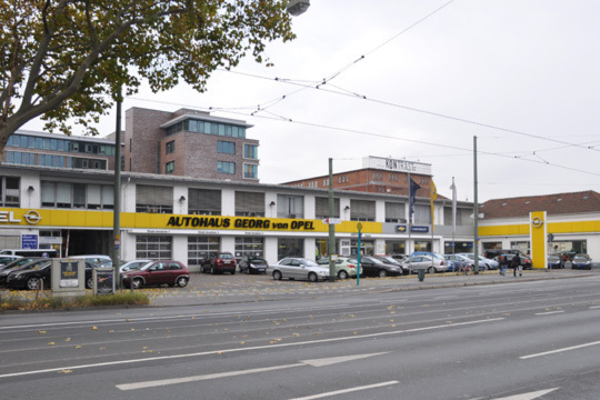 bilder: brass in frankfurt: opel statt smart