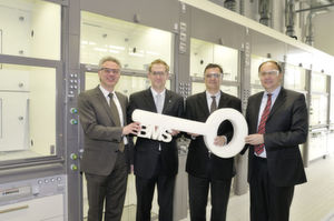 Dr. Thorsten Dreier (second from left), who heads the isocyanate research department at polyurethane production at Bayer MaterialScience, has the power of the keys. They are looking forward to the first research results of his team: Dr. Joachim Wolff (second from right), head of the polyurethanes business at Bayer MaterialScience, Dr. Steffen Kühling (left), head of production & technology at the polyurethanes business, and Dr. Klaus Jaeger (right), who is heading the Bayer MaterialScience sites in North Rhine-Westphalia. (Picture: Bayer MaterialScience)