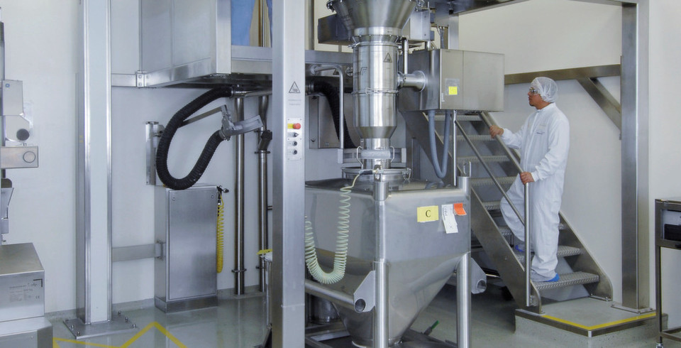 Gentle deagglomeration of sensitive pharmaceutical products, confined installation space and reduced costs? A 2–in–1 deagglomeration process does the trick...