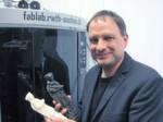 """Prof. Dr. Jan Borchers sieht bei der Entwicklung der 3D-Drucker Parallelen zur Entwicklung von Laserdruckern: """"Diese kosteten anfangs einige 100.000 Euro und sind heute günstig zu erhalten. Der Preisverfall kann auch bei 3D-Druckern die Technik erheblich fördern."""""""