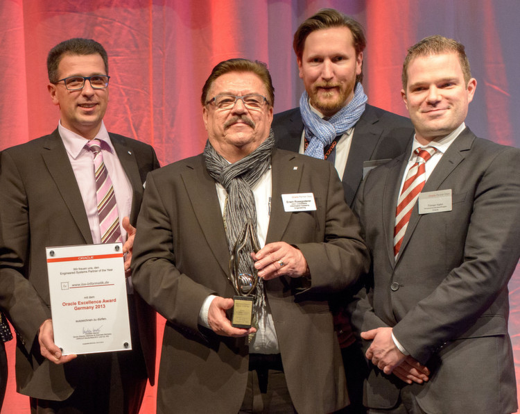 "Der ""Engineered Systems Partner of the Year"": Erwin Rossgoderer (2. v. l.) und Thomas Mossmann (l.)"