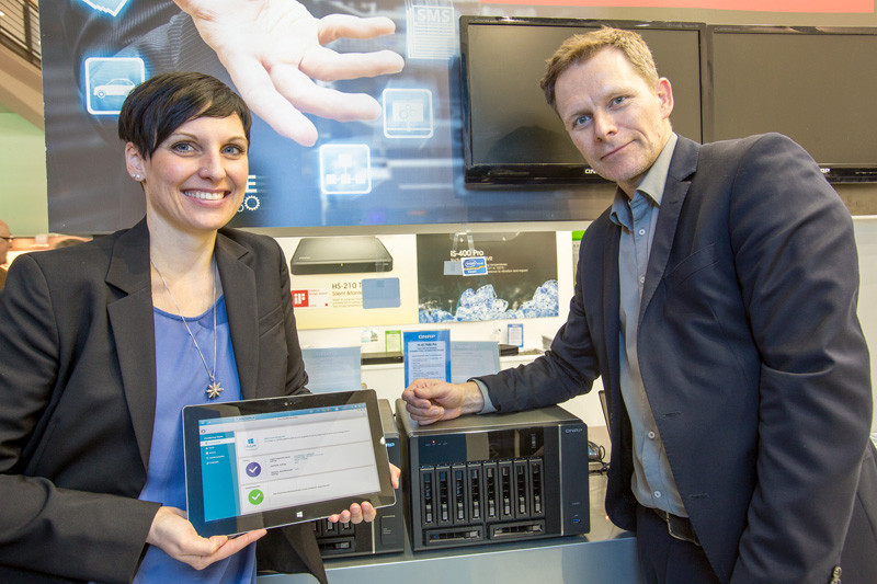 Mathias Fürlinger, Sales Manager DACH bei QNAP Systems, und Maria Wastlschmid, Windows Azure Product Manager bei