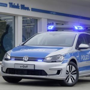 Emissionsfrei auf Streife ? e-Golf jetzt auch in ?Polizeiuniform?