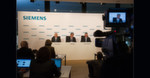 Von links nach rechts: Dr. Ralf P. Thomas, Mitglied des Vorstands der Siemens AG und Leitung Finance and Controlling, Joe Kaeser, Vorsitzender des Vorstands der Siemens AG und Stephan Heimbach, Leiter Communications and Government Affairs der Siemens AG