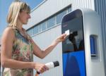 Neue Geschäftsfelder im Zeitalter der Elektromobilität: Die Zukunft der Mobilität ist automatisiert, vernetzt und elektrifiziert. Um diesen Herausforderungen zu begegnen, entwickelt sich Bosch zum Anbieter von Mobilitätslösungen und erschließt so auch neue Geschäftsfelder rund um die Elektromobilität. Beispielsweise vernetzt Bosch Ladestationen (im Bild) verschiedenster Anbieter, so dass eine Kundenkarte genügt, um fast überall in Deutschland das Elektroauto aufladen zu können.