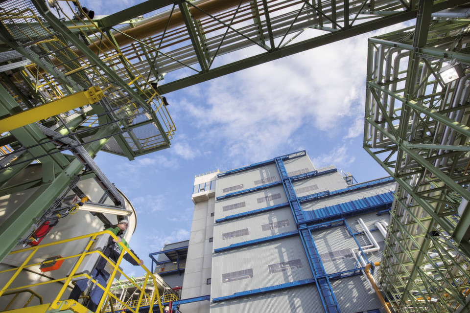 Homecoming of a wonder material gasphase phosgenation brings the 50 m high tdi plant contains around 4000 tonnes of steel and a total of sciox Images