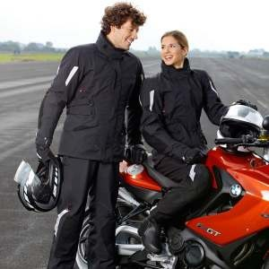 Up in the air: BMW Motorrad mit Alpinestars