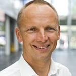 Dr. Ernst Flemming ist Produktmanager Oszilloskope bei Rohde & Schwarz in München. Er studierte Physik in Tübingen und Hamilton in Kanada und promovierte an der Universität Kaiserslautern.
