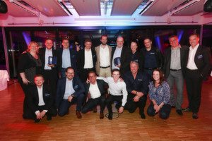 Acronis-Chef Alex Fürst (u.2.v.r.) mit den Gewinnern der Acronis Partner Awards 2015