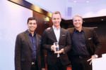 "Der erste ""Acronis Cloud Partner of the Year"": Stephan Wolfram mit Alex Fürst (r.) und John Zanni (l.)"