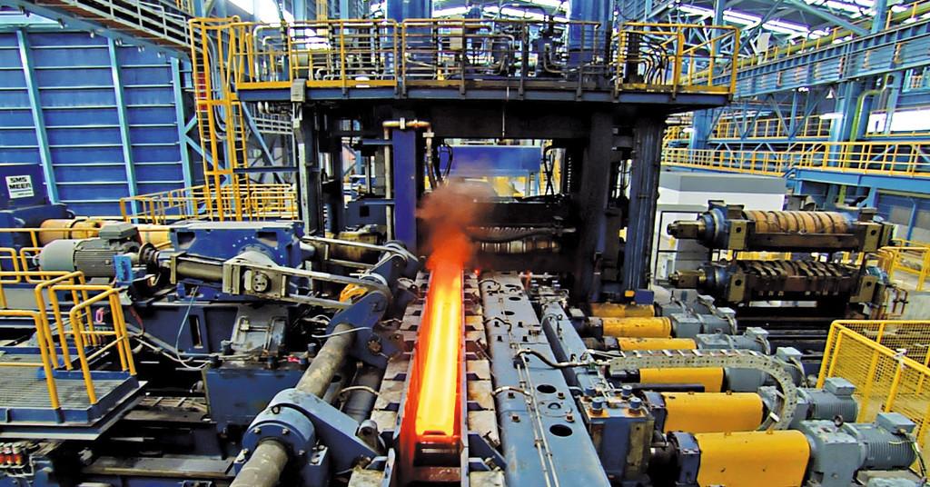 Schwere Stahlträger gelangen über Rollgänge mit Nord-Antriebstechnik ...