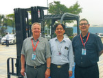 Freuen sich auf die ersten Elektrostapler für den europäischen Markt (v.l.): Detlef Rupp (Regional Country Manager DACH), Guozhong Bi (Managing Director BYD Forklift Factory) und Javier Contijoch (Forklifts Director BYD Europe).