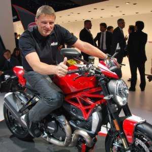 ducatis monster show auf der iaa. Black Bedroom Furniture Sets. Home Design Ideas