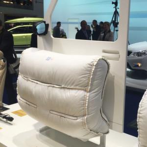 zf stellt neuen au enairbag vor. Black Bedroom Furniture Sets. Home Design Ideas
