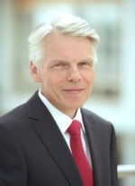 Weitere Mitglieder des VCI-Präsidiums: Prof. Dr. Dr. Andreas Barner ist Chairman of the Board of Managing Directors bei...