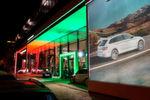 Die Auto & Service PIA GmbH hat in einem architektonisch anspruchsvollen Neubau die Marken welten von Skoda (im Vordergrund) ...